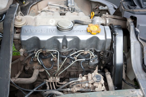 Nissan LD23 engine - right side - PUBLIC DOMAIN